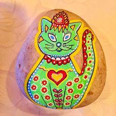 Gato verde en piedras pintadas Painted Fish, Comet Goldfish, Hand Painted Rocks, Green, Gatos