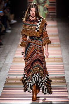 Etro fall-winter - ready-to-wear haute couture вяз Fashion Moda, Look Fashion, Runway Fashion, Fashion Show, Fashion Outfits, Fashion Design, Fashion Trends, Fashion Stores, Moda Hippie