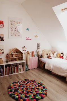 Je lui avais promis de finir sa chambre avant de m'attaquer à celle du petit flocon, une chambre de grande qui lui...