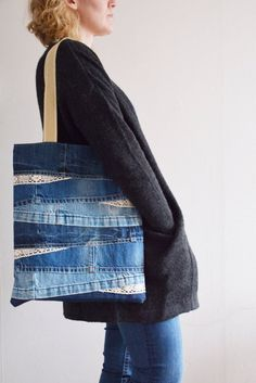 DENIM tote bag with lace and lining + inside jean pocket // recycled denim - upc., DENIM tote bag with lace and lining + inside jean pocket // recycled denim - upcycled bag // shabby chic // handbag for women - DENIM tote bag with la. Denim Handbags, Denim Tote Bags, Denim Purse, Denim Bags From Jeans, Artisanats Denim, Denim And Lace, Jeans Recycling, Look Jean, Hijab Outfit