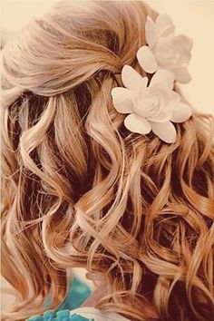 White blooms, strawberry blonde. <3 <3 - For more amazing ideas visit us at http://www.brides-book.com and remember to join the VIB Ciub
