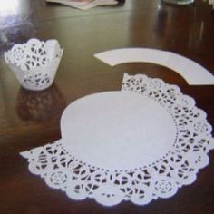 Cupcake Wrappers Made from Doilies: Free Cupcake Wrapper Template