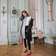 """Marzia Bisognin (@itsmarziapie) no Instagram: """"Styling my turtleneck with some cool red shoes and a double coloured coat by @ohheygirlstore ✌…"""""""