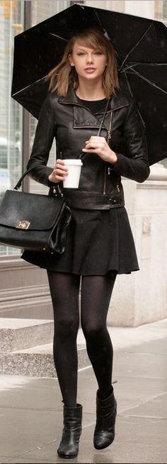 total look black et jupe patineuse associée au perfecto plus rock