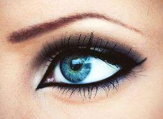 arabic eyeliner style that elongates eyes