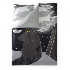 New Groke duvet cover set by Finlayson presents the lonely Groke in a stylish grey colour. Delightful details make this bed linen set a truly beautiful addition to your bedroom. The Finlayson fabric is cotton.Size: Duvet cover 150 x 210 cm Moomin Shop, Moomin Mugs, Tove Jansson, Bedding Websites, Childrens Beds, Bed Linen Sets, Grey Flooring, Floors, Scandinavian Home