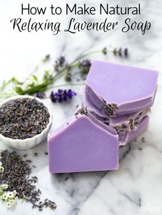 How to Make Relaxing Lavender Soap /// Learn how to make natural soap made with lavender essential oils and lavender buds. #howtomakenaturalsoap