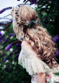 natural curls with flower crown, amazingly beautiful