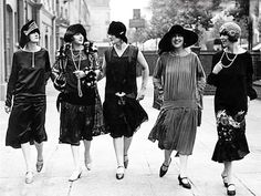 """How to Be a Flapper Girl. Being a flapper was a trend in the Roaring Twenties, where some women rebelled against some of society's strict expectations of females. Flappers were women who liked to be """"in the now styles and fads"""", and. 1920 Style, Flapper Style, 1920s Flapper, Flapper Fashion, Flappers 1920s, Fashion 1920s, Women's Fashion, Simply Fashion, London Fashion"""