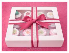 Cupcakes de bebé 12 cupcakes: 4 pañales, 4 bodis, 6 baberos