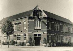 Jonkerweg nr 1 1960 eerste lagereschool van Hilversum. Gesloopt!!! Staat nu een oerlelijk complex: als de gemeente er maar rijk van wordt ....