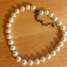 🎉HOST PICK🎉 Pearl Necklace Used in good condition, reg length necklace ....(The more you buy, the more I lower my prices so bundle & save!!) Jewelry Necklaces