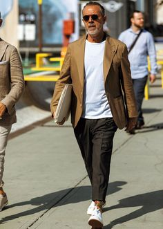 Dynamic Street Styles for Men Best Street Style, Street Style Women, Outfits Hombre, New Mens Fashion, Herren Outfit, Badass Style, Men Formal, Casual Jeans, Gentleman Style