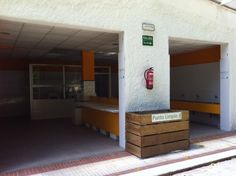 Exterior de la zona de lavaderos y fregaderos del Camping Playa de La Franca Bungalows (Asturias)