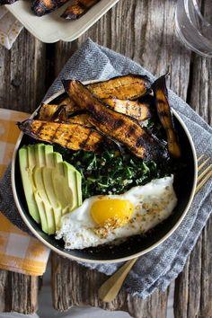 Crispy Eggplant Bacon Breakfast Bowl recipe by AND BONNET on www. Bacon Breakfast, Breakfast Bowls, Mexican Breakfast, Breakfast Sandwiches, Vegetarian Recipes, Cooking Recipes, Healthy Recipes, Veg Recipes, Vegan Meals