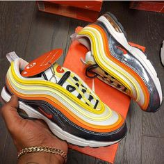 sneakers and stuff returns Tenis Nike Casual, Tenis Nike Air Max, Sneakers Fashion, Fashion Shoes, Air Max Sneakers, Sneakers Nike, Black Nike Shoes, Hype Shoes, Fresh Shoes