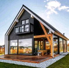 Simple yet gorgeous architecture for this country house with exposed beam and large bay windows. Cabin Design, Tiny House Design, Modern House Design, Modern Wooden House, Modern Barn, Tiny House Cabin, Cabin Homes, Tiny Beach House, Farm House