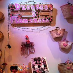 duendes y flamencas Instagram, Furniture, Home Decor, April 26, Elves, Flamenco, Interior Design, Home Interior Design, Arredamento