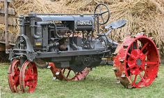 Origin of the Row-Crop Tractor: The Farmall Regular - Tractors - Farm Collector Farmall Tractors, Old Tractors, John Deere Tractors, Antique Tractors, Vintage Tractors, Farm Pictures, Pictures To Draw, Transportation Technology, Tractor Implements