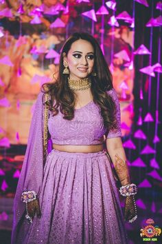 These latest lehenga designs that we spotted in 2018 Indian weddings have literally taken internet by the storm. Check out these bridal lehenga designs for some major inspiration! Indian Bridal Outfits, Indian Fashion Dresses, Indian Designer Outfits, Designer Dresses, Mehendi Outfits, Fashion Outfits, Engagement Dress For Bride, Engagement Gowns, Lehnga Dress