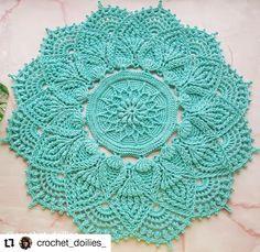 ¡Los doilies a crochet están de moda! - Patrones y Tutoriales Lace Doilies, Crochet Doilies, Crochet Hats, Crochet Mandala, Cotton Napkins, Mint Color, Christmas Centerpieces, To Loose, Etsy App