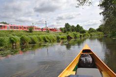 Bahn und Kanu nahe Kiel