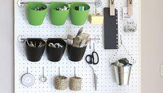 Jednoduchý návod, jak si vyrobit víceúčelovou pracovní stěnu - ideální do malých prostor... Workshop, Mugs, Tableware, Atelier, Dinnerware, Work Shop Garage, Tumblers, Tablewares, Mug