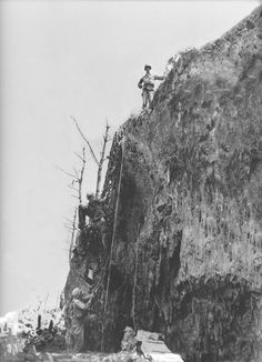 Actual photograph of United States Army Medic Desmond T. Doss standing on top of Hacksaw Ridge during World War II, Okinawa, 1945 Incredibly, Doss single-handedly saved the lives of 75 wounded infantrymen while under heavy fire. He is also the inspiration History Online, World History, World War Ii, History Pics, Army Medic, Combat Medic, Military Photos, Military History, Desmond Doss