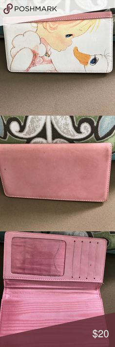 Precious Moments leather checkbook cover ❤️❤️ A little dirty but in great condition. No flaws. Accessories
