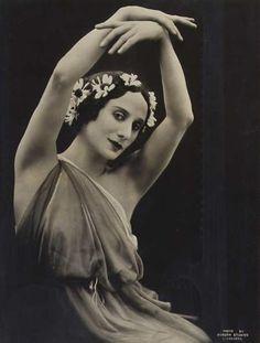 Anna Pavlova. Dobson Studios, Liverpool 1922.