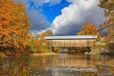 Located near Montgomery, the covered-bridge capital of Vermont, the Hopkins Covered Bridge crosses t... - Photo: Henk Meijer/Alamy