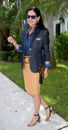 Camel skirt with deep chambray shirt, jean jacket, & leopard accents. Fashion Over Fifty, Over 50 Womens Fashion, Fashion Over 50, Fashion Looks, Business Casual Outfits, Classy Outfits, Cute Outfits, Casual Chique, Look Chic