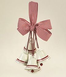 Cute idea to make with Nespresso capsules! Great gift idea for my two into-recycling friends! Christmas Bells, Diy Christmas Ornaments, Christmas Angels, Christmas Projects, Crochet Christmas, Ideas Decoracion Navidad, Navidad Diy, Recycled Christmas Decorations, Crafts To Make