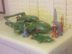 https://flic.kr/p/KCCL3E | My Thunderbirds collection | Here is my Thunderbirds collection. A Corgi Thunderbird 1, 2 Corgi Thunderbird 1's, 2 Corgi Thunderbirds 3, a new Thunderbird 1, a Thunderbird 2 and a large Scale Thunderbird 2.