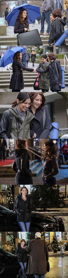 Sanvers filming for - Alex Danvers - Maggie Sawyer - Supergirl - Season 2 Supergirl 2, Supergirl Season, Maggie Sawyer, Alex Danvers, Cw Dc, Chyler Leigh, Sun Photo, Lynda Carter, Season 2