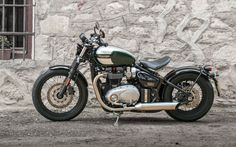 Nice Bonneville Bobber in Competition Green / Frozen Silver