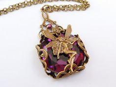 Edle Halskette mit Elfe und lila Cabochon vintage von Schmucktruhe, €24.00