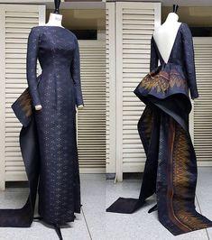 """Glamorous radiates in """"Serpent Queen"""" Thai silk column dress with ruffle detail at… Thai Traditional Dress, Traditional Fashion, Traditional Outfits, Batik Dress, Silk Dress, Silk Skirt, Dress Skirt, Couture Dresses, Fashion Dresses"""