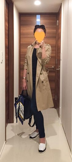 Trench coat: ANAYI, Black tee: GAP, Indigo denim: Rag&Bone, Bag: ZAC Zac Posen, Espadrille: DRESSTERIOR