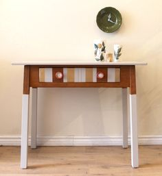 Desk with a striped drawer by Poppyseedliving o