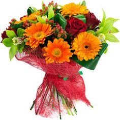 En Pensandoenflores seguimos disfrutando de la #primavera con este vistoso ramo de #gerberas y #rosas. http://www.pensandoenflores.com/ramo-de-flores-primavera