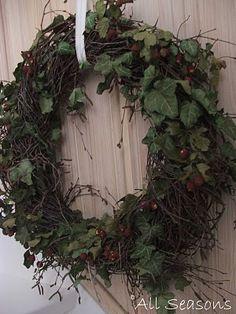 Simple but elegant and can use all seasons. Moss Wreath, Greenery Wreath, Diy Wreath, Door Wreaths, Grapevine Wreath, Autumn Wreaths, Easter Wreaths, Christmas Wreaths, Beach Crafts