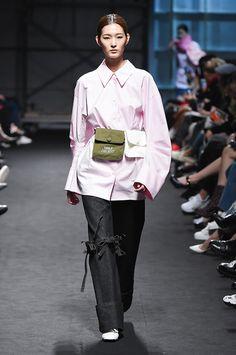 Kiok Seoul Fall 2017 Collection Photos - Vogue