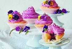 Cupcakes s borůvkovým srdcem Mini Cupcakes, Food, Essen, Meals, Yemek, Eten