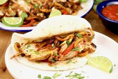 Grilled Chicken Fajitas are the most flavorful and delicious fajitas that you can make. Easy to feed a crowd or to meal prep for busy weeknights. A restaurant favorite that you can make even better in your own backyard. Thin Sliced Chicken, Smoked Chicken, Bbq Chicken, Shredded Chicken, Grilled Chicken Fajitas, Grilled Chicken Recipes, Homemade Barbecue Sauce, Homemade Salsa, Grilled Vegetables