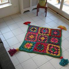 Urban Knitting Córdoba, Tejiendo la red: Una alfombra de trapillo preciosa