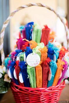 Detalles coloridos para tus invitados #wedding #bodas #boda #bodasnet #decoración #decorationideas #decoration #weddings #inspiracion #inspiration #photooftheday #love #beautiful #bride #groom #awesome #guests #gift