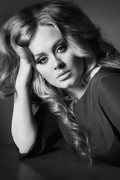 Since when Adele first emerged onto the music scene, she was a full figured woman with an amazing voice. Like so many other celebrities we've seen over the years, slowly but surely, Adele has shed her extra weight for a new slimmer frame. Divas, Vogue Uk, Adele Photos, Adele Pictures, Beauty And Fashion, Men Fashion, Celebs, Celebrities, Famous Faces