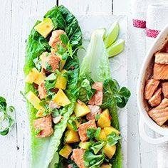 Sałatka z pieczonym łososiem, ananasem i chili | Kwestia Smaku