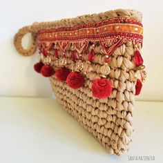 Clutch Boho-Chic with pom pom Crochet Clutch Bags, Bag Crochet, Crochet Handbags, Crochet Purses, Love Crochet, Diy Pochette, Yarn Bag, Diy Handbag, Boho Bags